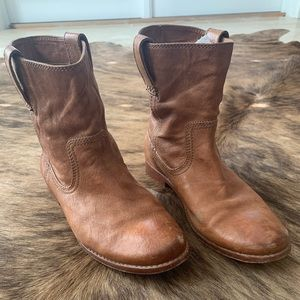 Frye Anna Shortie boot